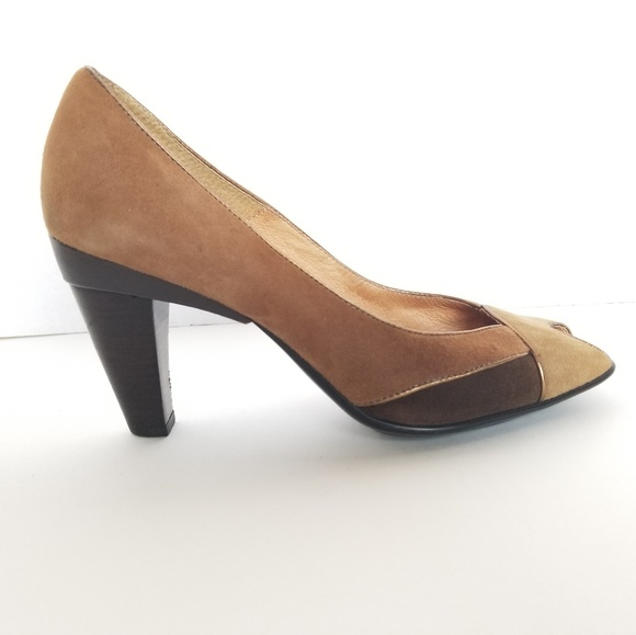 8df7e06ce25 Like new Sofft Pumps Size 7.5 Leather Shoes Heels.  M 5b7577b79fe48602fedd4d0f
